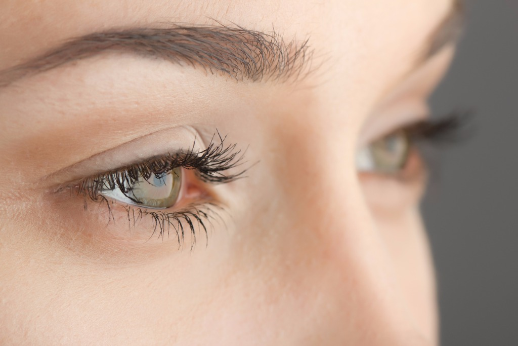 womans eyes closeup picture id162587783